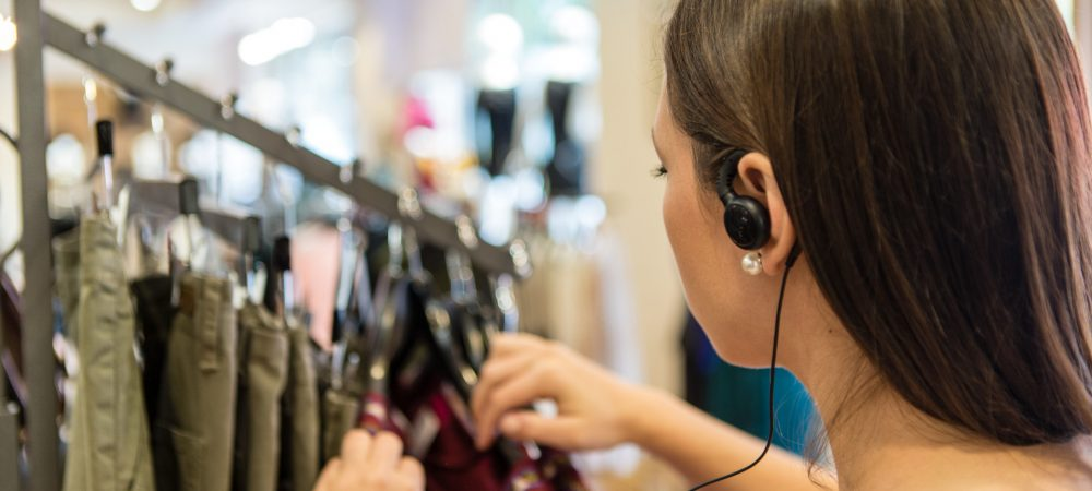 Headsets & accessories to improve voice communication